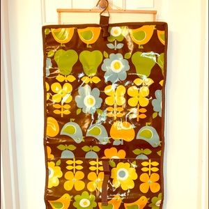 Braciano hanging travel bag